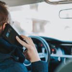 Los peligros del uso del móvil al volante