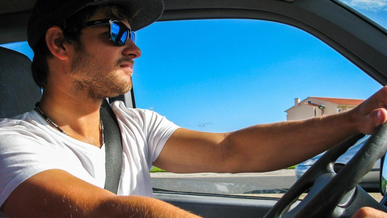 Cómo evitar los accidentes de coche en verano